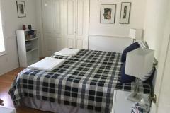 Schlafzimmer mit Queen Bed